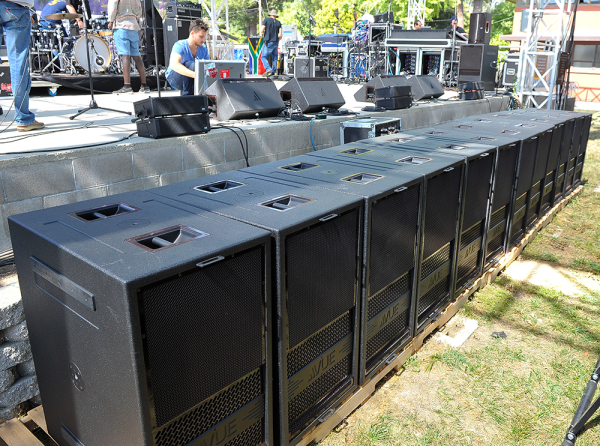 Aaron-Gittlelman-gets-his-band-AER-ready-to-take-the-stage-with-a-line-up-of-a-dozen-VUE-hs-28-subs-on-the-foreground