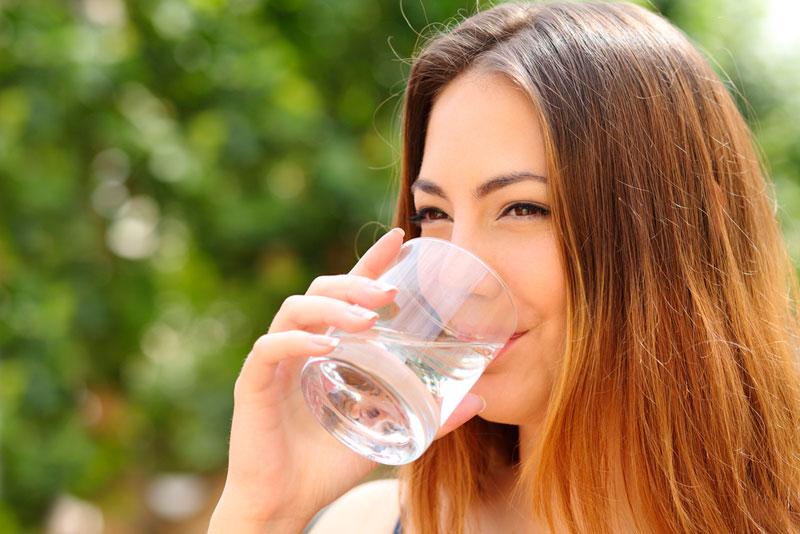 Recomienda SS beber diariamente agua natural durante temporada de calor