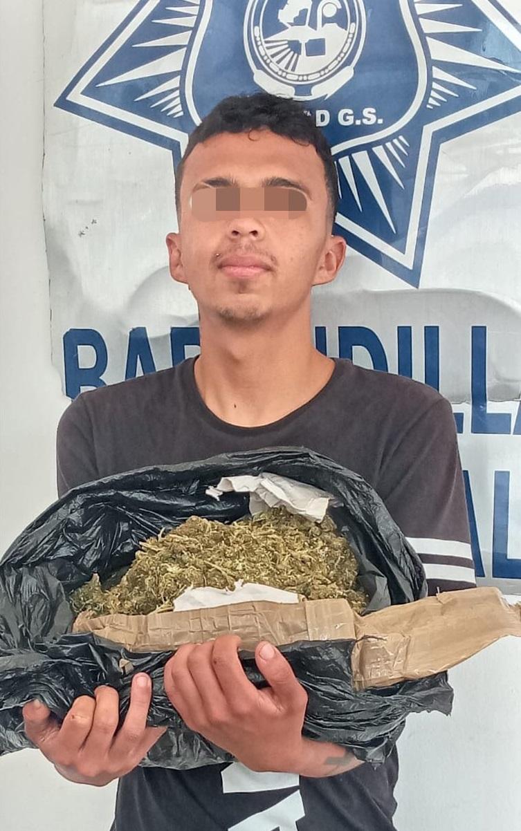 Oficiales de Soledad detienen a jóven con más de 1kilo de marihuana en el corredor comercia de Avenida Los Pinos