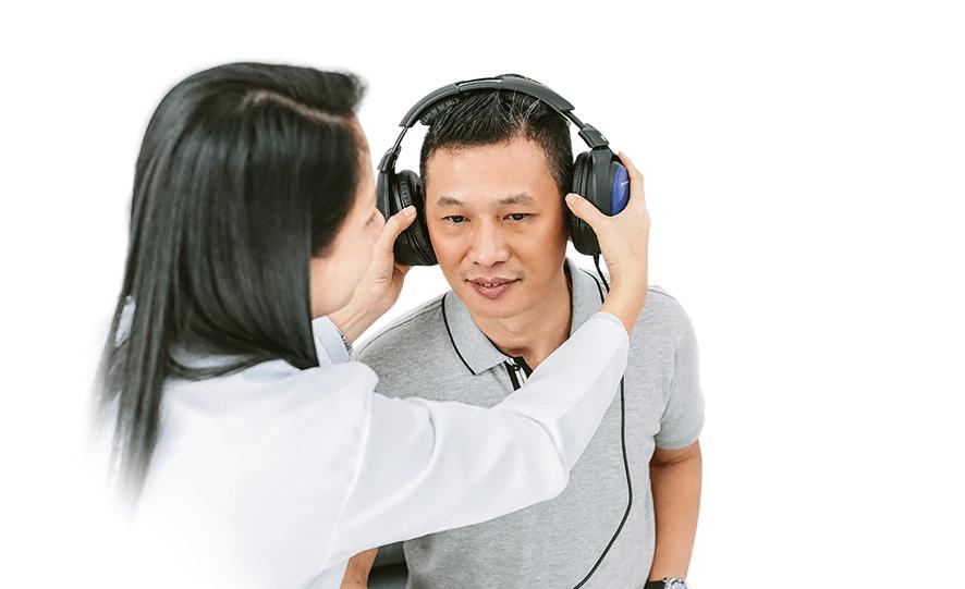 Well trained English Speaking Hearing Aid dispenser in Ha Noi Vietnam - Phuc An Hearing Center
