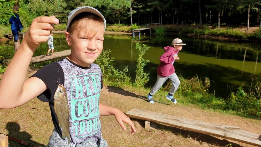 """Vaiku zvejybos stovykla """"Svajoniu zuvis"""""""