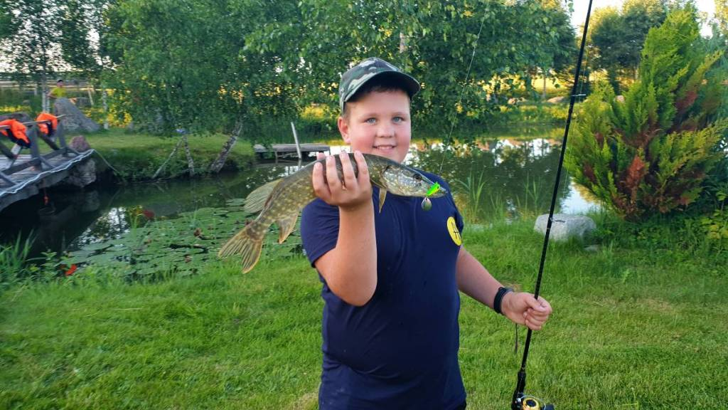 """Vaikų žvejybos stovyklų """"Svajonių Žuvis"""" akimirkos 2021"""