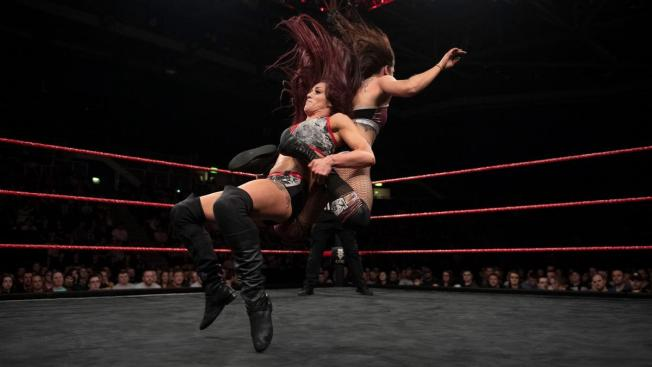 Kay Lee Ray finishes Kasey Owens with the Dirty Bomb