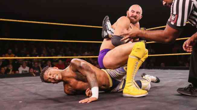 Oney Lorcan with Lio Rush in a single leg crab