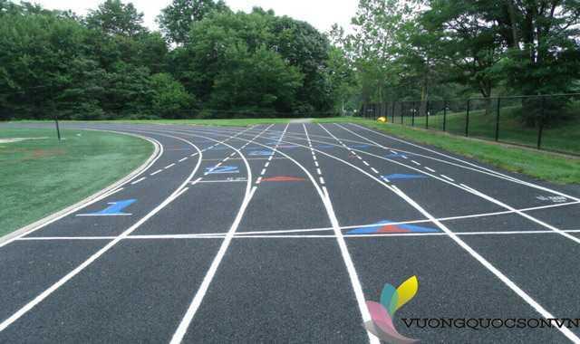 Thi công sơn đường chạy sân vận động