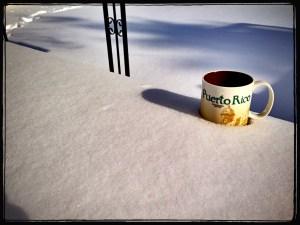 Tasse im Schnee