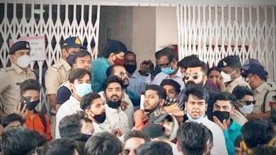 Photo of छात्रों की विभिन्न समस्याओं को लेकर एनएसयूआई ने कुलपति को ज्ञापन सौंपा