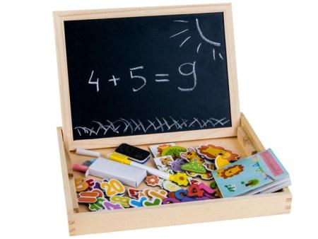Lesena-škatla-z-magnetno-tablico-za-risanje2