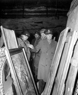 Eisenhower, Omar Bradley, George Patton, looted Nazi art