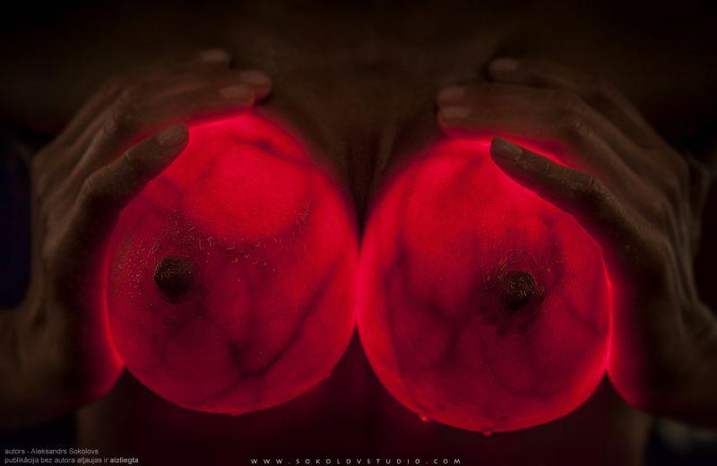 силиконовая светящаяся грудь