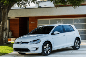 2017 Volkswagen e-Golf Owners Manual and Concept