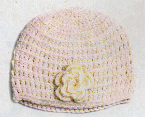 шапка крючком с цветком