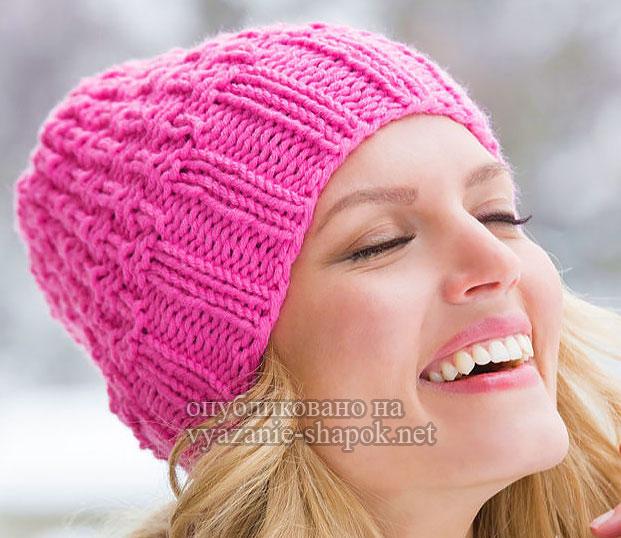 Розовая шапка спицами от Лауры Бэйн