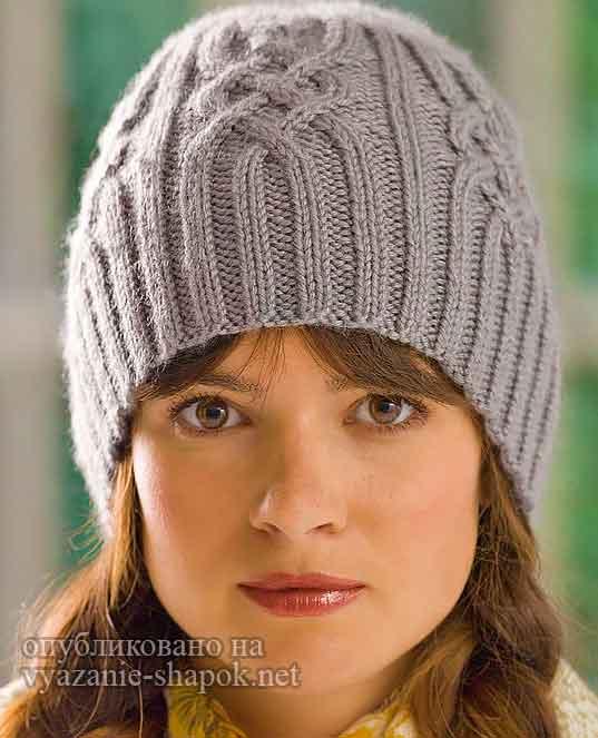 Красивая шапка спицами с аранами