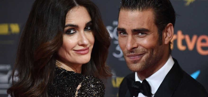 Paz Vega y Jon Kortajarena en la alfombra roja de los Premios Goya 2021