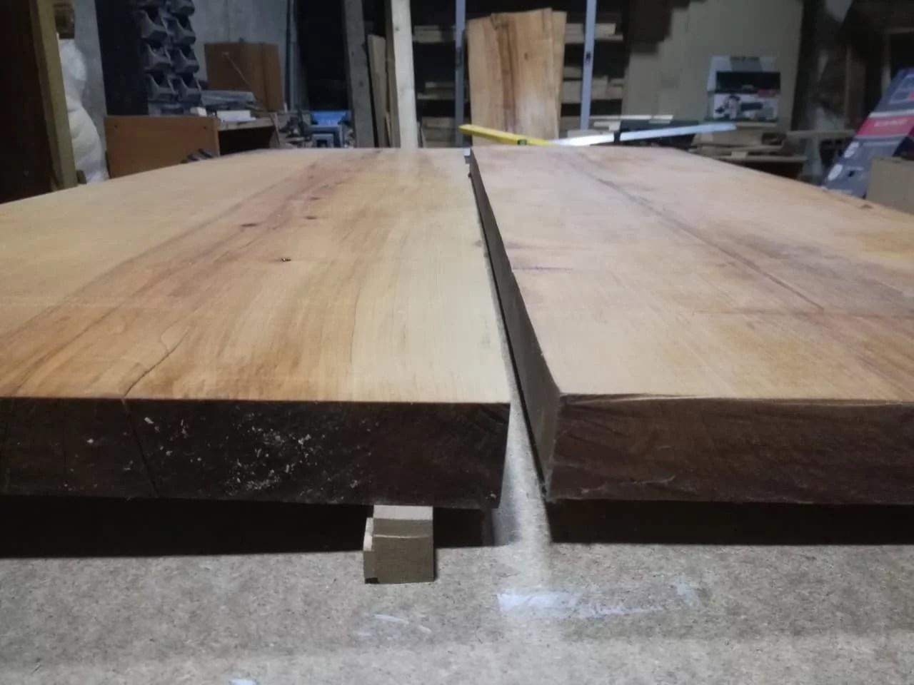 Masivní stůl s přírodním vzhledem post thumbnail