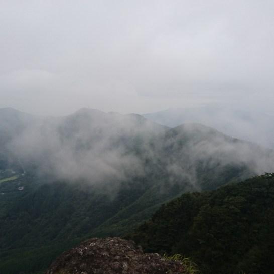 1020雲が山に沿って流れていきます(*´ω`)