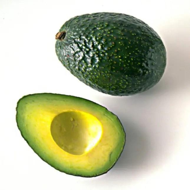 Få skinande hår - med avokado1 mogen avokado1/2 kopp kokosmjölk3 matskedar olivoljaSå gör du: 1