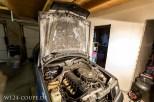 Die noch sehr gut erhaltene Dämmmatte wurde sauber rausgetrennt und in die neue Motorhaube eingeklebt
