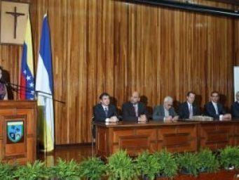 Juan Carlos Escotet Rodríguez: Students recieve their benefits