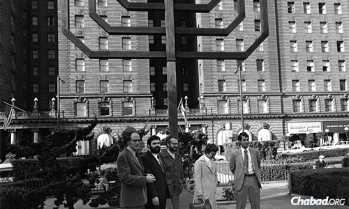 In 1975, Chabad Rabbi Chaim Drizin in San Francisco made arrangements to light an oversized wooden menorah in the city's Union Square. Bill Graham—a child survivor of the Holocaust and a well-known music promoter—donated funds for the construction of the 22-foot-tall mahogany menorah. To this day, it's called the Bill Graham menorah. (Photo: www.billgrahammenorah.org)
