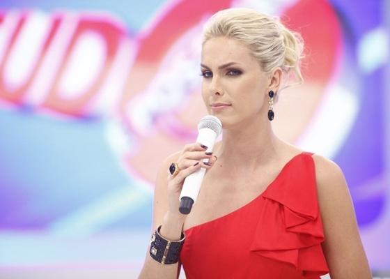 Ana Hickmann é apresentadora do Tudo é Possível, da Record