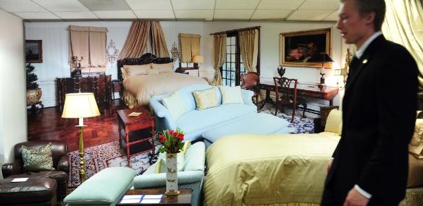 Leilão de móveis da última casa na qual viveu o cantor Michael Jackson (11/11)