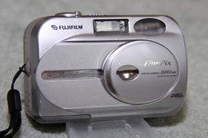 FUJI 2600Z 2.1 megapixel Digital Camera