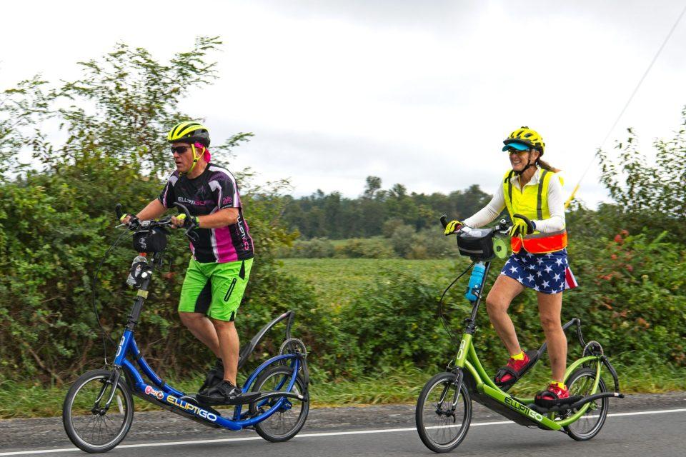 bike couple seen by Ron K3FR
