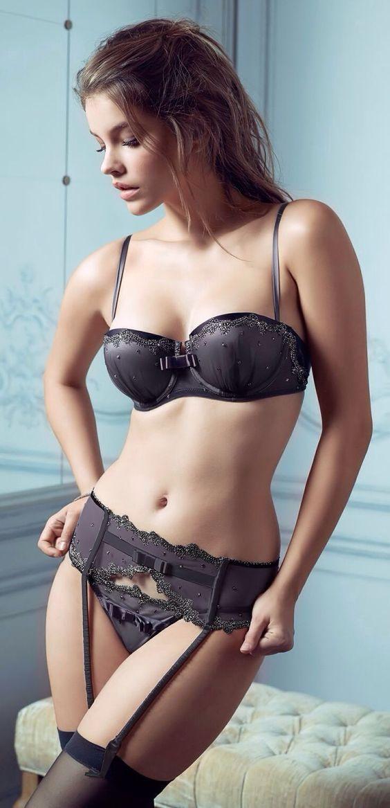 Gái xinh châu âu mặc bikini cổ vũ W888 2