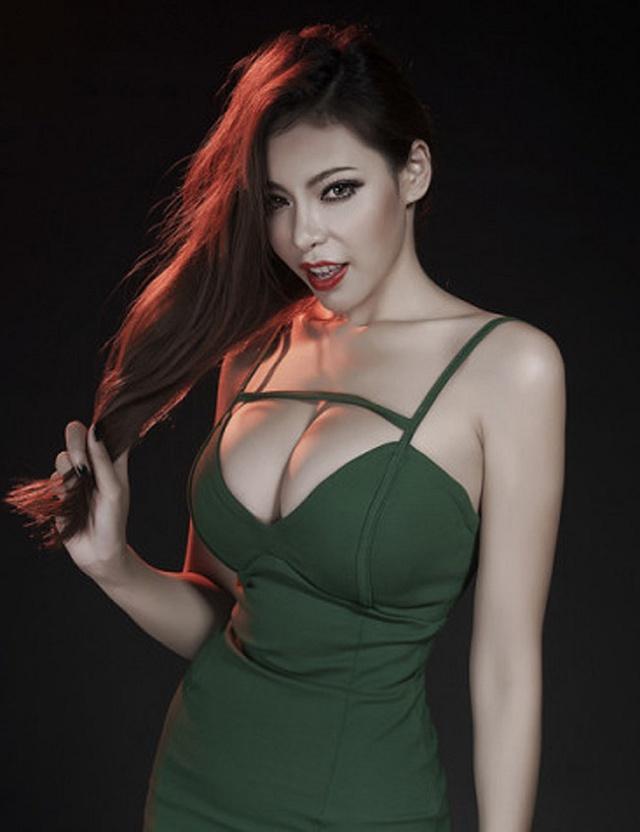 hotgirl-xiaotong-khoe-buoi-mong-khien-phai-manh-chay-nuoc (8)