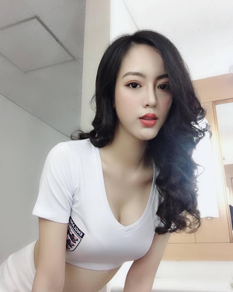 ve-dep-hot-girl-doan-phuong-uyen-nhiet-huyet-cung-doi-tuyen-anh (4)
