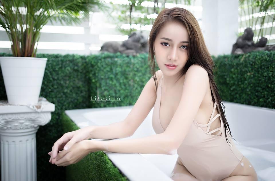 chet-lang-ngam-pichana-yoosuk-sexy-trong-bon-tam (9)