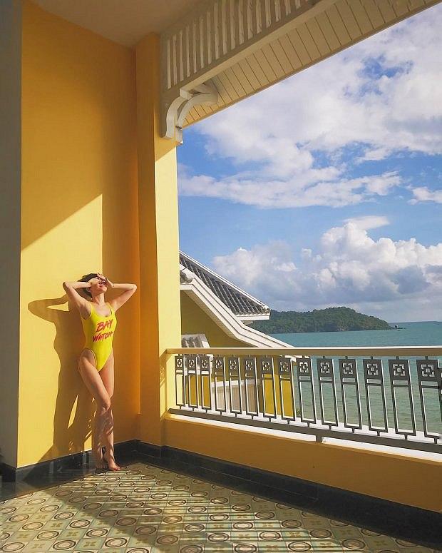 choang-vang-voi-loat-anh-bikini-sieu-nong-cua-toc-tien (5)