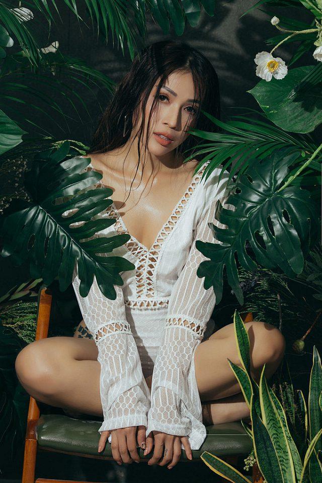 kha-ngan-lot-xac-sexy-khien-fan-dung-ngoi-khogn-yen (1)