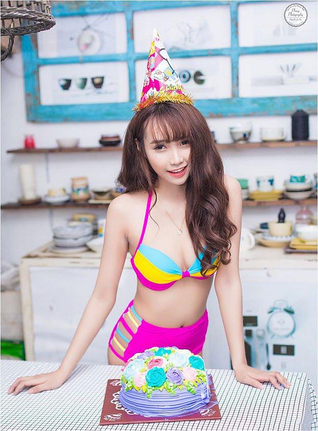 nong-hung-huc-vi-dj-phi-yen-khoe-body-trong-bikini (10)