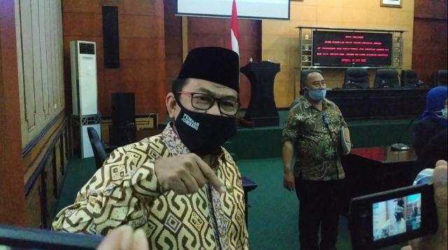 Mas'ud Zuremi Ketua DPRD Jombang saat diwawancarai di Ruang Paripurna. (wacananews.co.id/tyo)