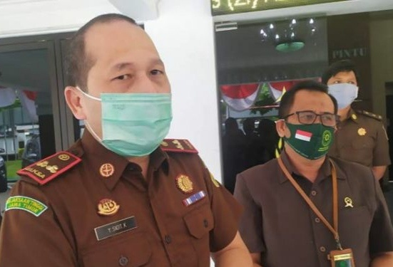Kajari Jombang Yulius Sigit Kristanto, dan Kepala Pengadilan Negeri Anry Widyo Laksono saat diwawancarai.(wacananews.co.id/tyo)