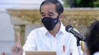 Presiden Joko Widodo berbincang dengan seorang guru asal Padang, Rika Susi Waty, melalui panggilan video yang diunggah di saluran YouTube Sekretariat Presiden.(dok.sekneg.co.id)
