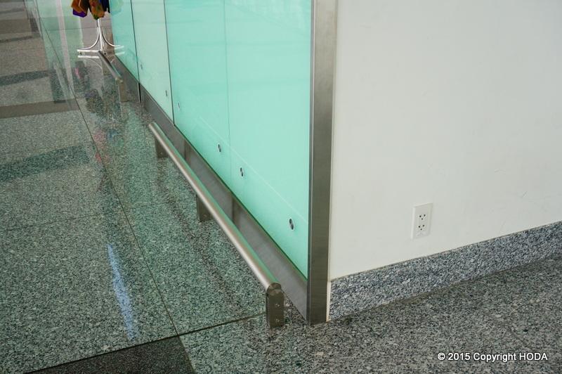 ハノイ国際空港 コンセント