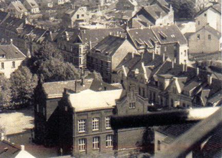 Ist das eine der Grundschulen an der Propsteistraße, Ecke Dückerstraße? Wer weiß Näheres.