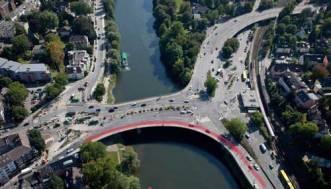Die nördliche Fahrspur nach Essen auf der Werdener Brücke wird ab Mitte März für LKW über 24 Tonnen gesperrt.