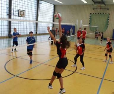 U14-Mädchen der Volleyballer feiern Oberligameisterschaft.