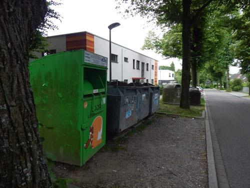In der Kritik: Recycling-Container nahe der Kita.