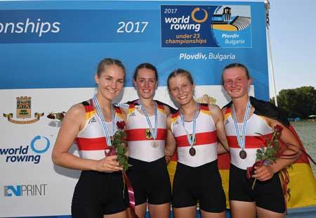 Der erfolgreiche Doppelvierer mit Schlagfrau Leonie Richter (links, EWRC) mit Vera Spanke (Neuss), Luise Asmussen (Bremen) und Marion Reichardt (Leipzig).