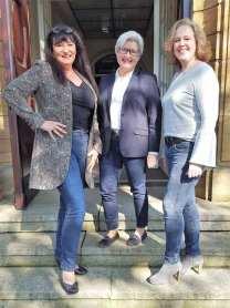 """Ri Matthieu, Jutta Lorenz und Kirstin Drichel freuen sich auf """"FashionWerden"""" im Haus Fuhr. Foto: Daniel Henschke"""