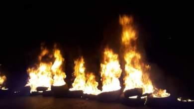 Photo of محتجون يقطعون السير على اوتوستراد الجنوب في منطقة أنصارية