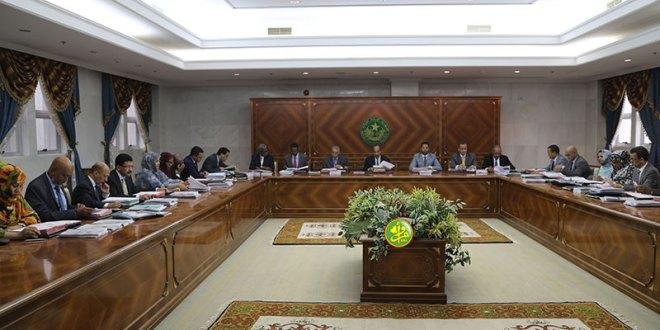 الوزير الأول يقدم استقالة الحكومة للرئيس عزيز