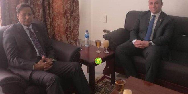 مستشار برئاسة مصر يسلم سفارة موريتانيا تهنئة الرئيس