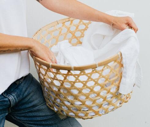 weisse Wäsche im Korb